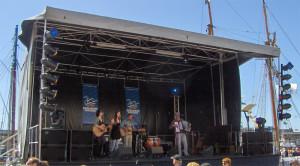 rattlaz-big-stage